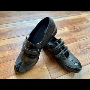Aetrex patent leather shoes